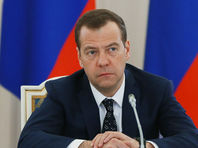 Медведев поручил продлить продуктовое эмбарго до конца 2017 года