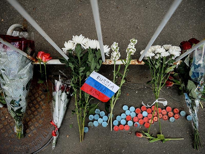 У посольства США в Москве проходит акция памяти погибших в Орландо