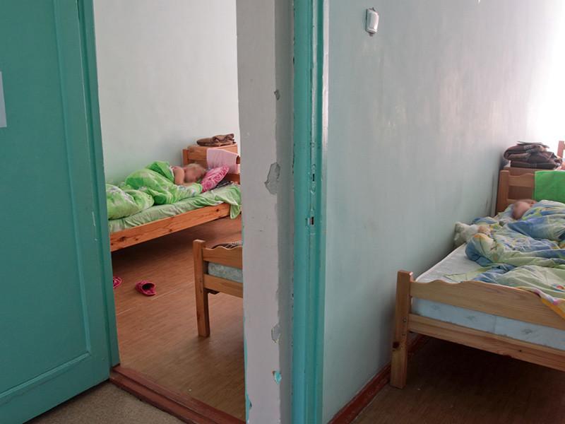 По данным следствия, на территории лагеря в Мытищинском районе находились 26 детей в возрасте от 7 до 12 лет, при допустимом размещении не более 15 детей