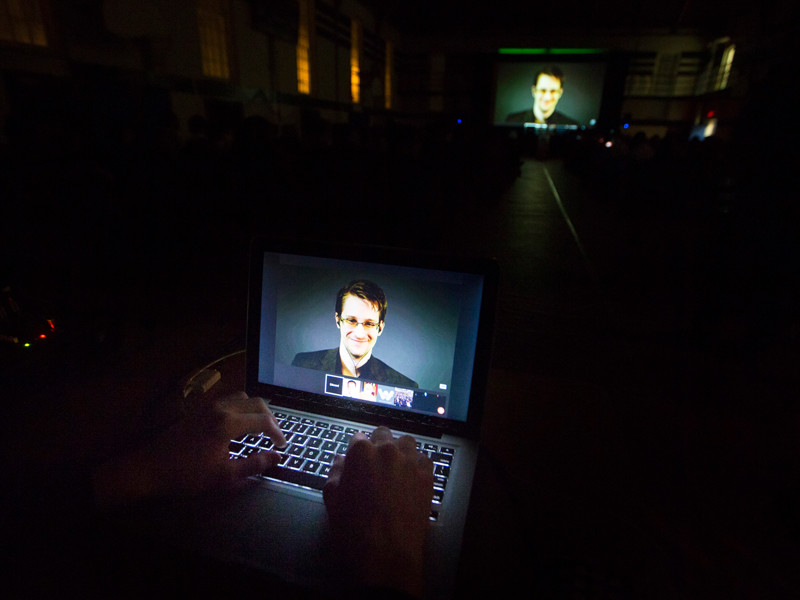 Бывший сотрудник американского АНБ Эдвард Сноуден, получивший убежище в России после раскрытия информации о программах электронной слежки, прокомментировал принятые Госдумой антиэкстремистские законы в части их воздействия на интернет