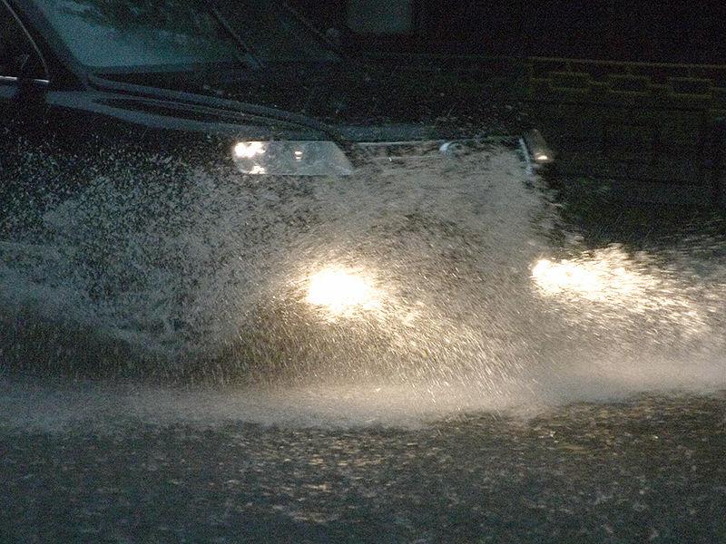 В Краснодаре, на который в первый день лета обрушился мощнейший ливень с грозой, затопивший часть города, подросток погиб от удара током, переходя залитую водой дорогу