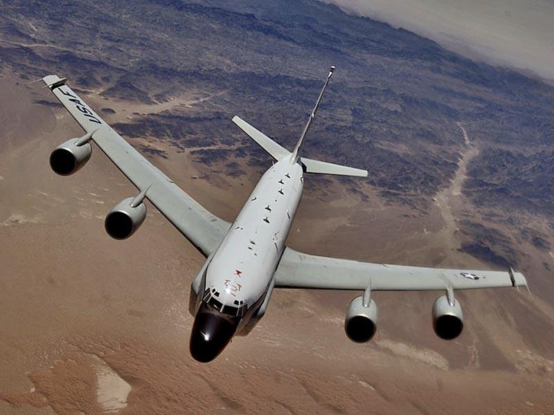 """Стратегический самолет-разведчик RC-135V ВВС США в воскресенье в очередной раз подлетел к границам Калининградской области, передает """"Интерфакс"""""""