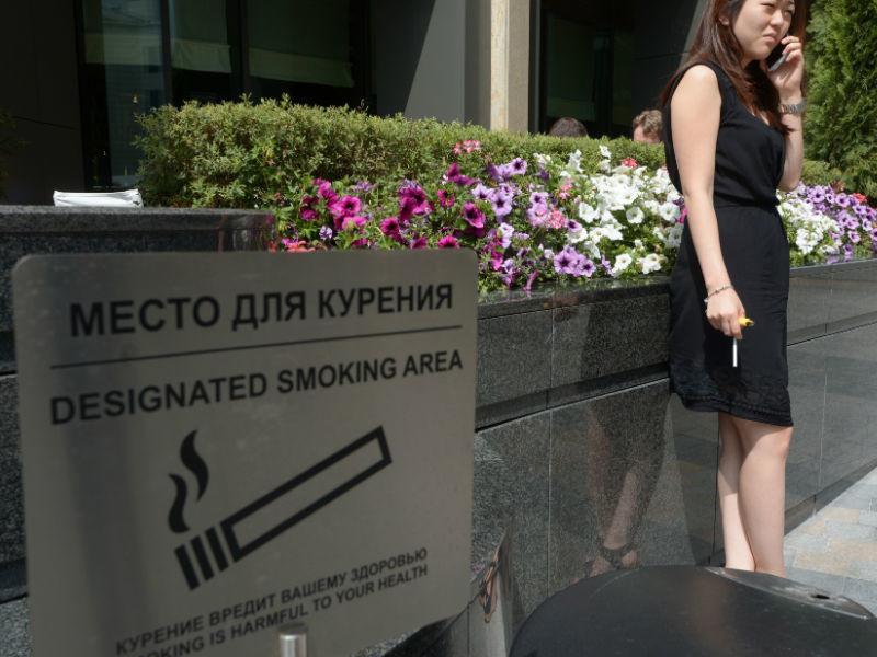 """СМИ: Тонкие сигареты могут попасть под запрет за """"обманчивую внешность"""""""