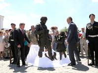 На церемонии открытия руководство республики пообещало развивать бренд, под которым получили известность российские военные без опознавательных знаков