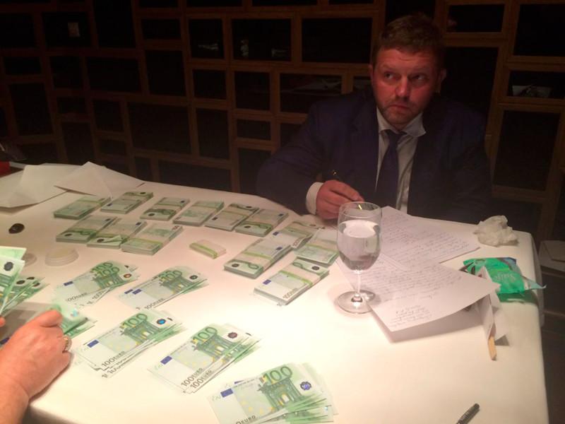 Губернатор Кировской области Никита Белых стал обвиняемым по делу о получении взятки в особо крупном размере