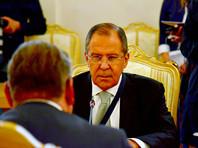 Лавров пришел на переговоры с травмированной на футболе рукой (ФОТО)