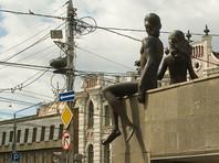 В Красноярске активисты надели на памятники респираторы