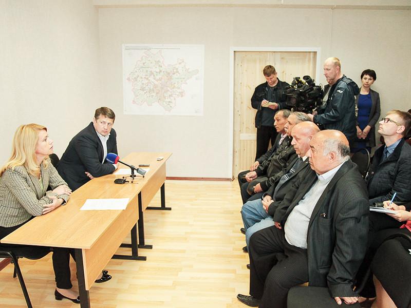 Глава администрации Тулы Евгений Авилов 7 июня провел встречу с цыганскими баронами из поселка Плеханово, где по решению суда сносят незаконно построенные дома цыганской диаспоры