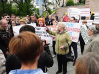 Сотни жителей Владивостока вышли на пикет в защиту арестованного мэра и чуть не подрались с коммунистами (ВИДЕО)