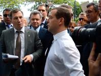 """Медведев с фразой """"Денег нет, но вы держитесь"""" возглавил рейтинг мемов Рунета"""