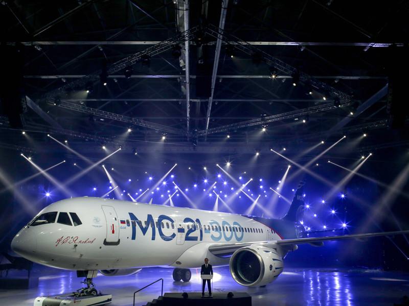 Первый самолет МС-21 для летных испытаний представлен Медведеву в Иркутске