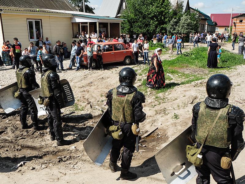К обеспечению порядка в тульском цыганском поселке Плеханово, где 30 мая начался снос незаконно построенных домов, привлечены около 200 сотрудников полиции