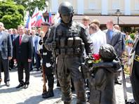 """Памятник """"вежливым людям"""" открыли в Крыму: 5 млн были собраны на пожертвования"""