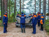 Четырнадцатый пропавший на Сямозере в Карелии ребенок, гибель которого не подтверждена и поиски которого безрезультатно продолжаются третьи сутки, мог выбраться из воды и заблудиться в лесу
