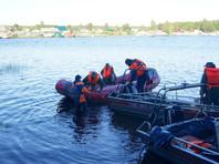 """Трагедия на Сямозере произошла 18 июня. Воспитанники и сотрудники детского лагеря """"Парк-отель Сямозеро"""" вышли на озеро на трех плавсредствах - рафте и двух каноэ. В сплав отправились 47 детей и четверо взрослых"""