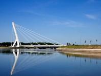 Полтавченко подписал указ о присвоении мосту через Дудергофский канал имени первого президента Чечни Ахмата Кадырова, против чего выступали многие горожане и некоторые депутаты городского парламента