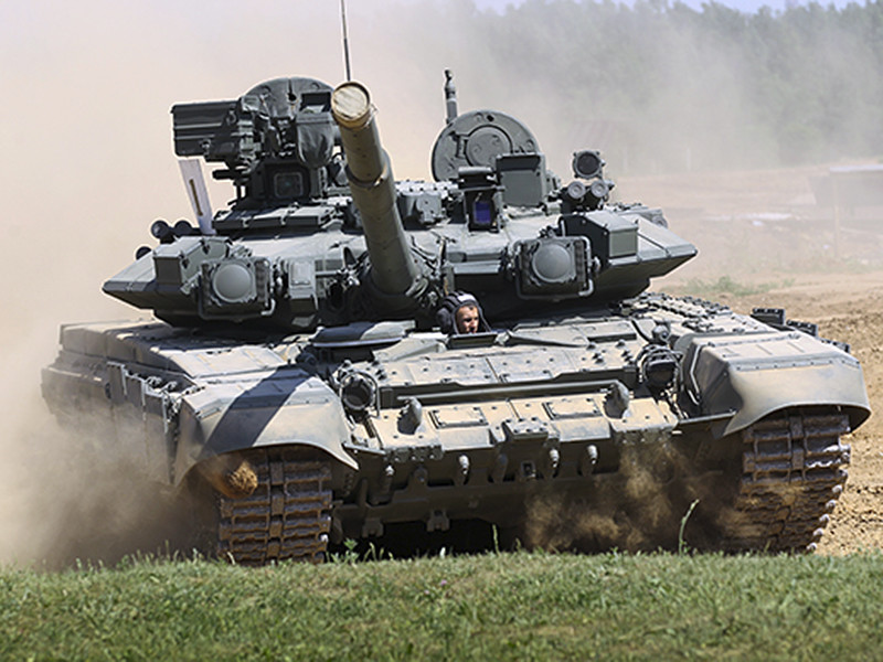 Перемещения российских войск внутри страны никак не угрожают соседним государствам, заявил пресс-секретарь президента Дмитрий Песков