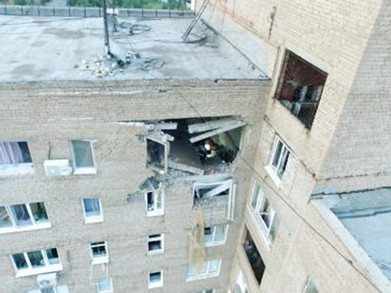 После взрыва бытового газа в жилом доме в Оренбурге власти решили временно отселить жильцов и определить, может ли пострадавшее здание эксплуатироваться в дальнейшем. Между тем следователи изъяли документы УК и газовой компании