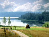 Глава государства, по словам местных жителей, часто гостит на озере, а в 2004 году поддержал создание на Валдае одноименного дискуссионного клуба