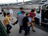 В Турции находятся тысячи российских туристов, причем не только в Анталье, но и в Стамбуле, где ночью произошли беспорядки, которые унесли десятки жизней