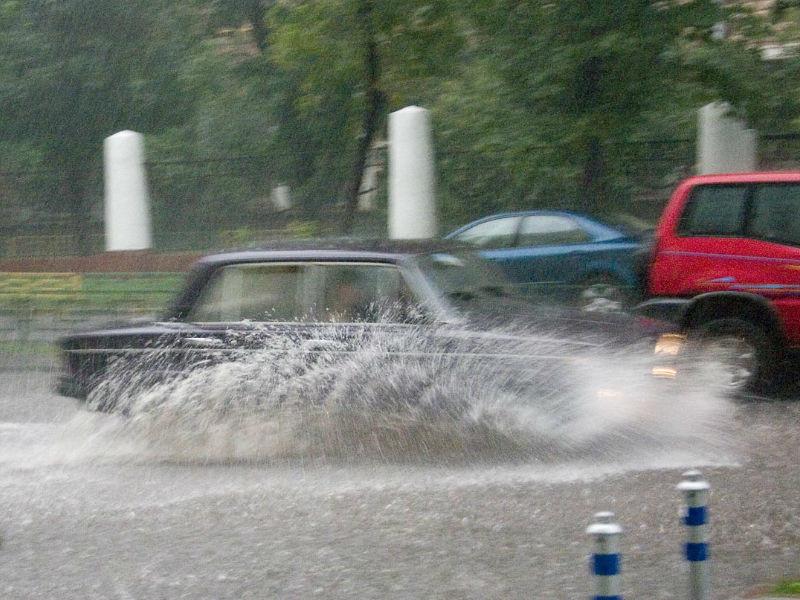 Москва из-за ливня снова оказалась под водой
