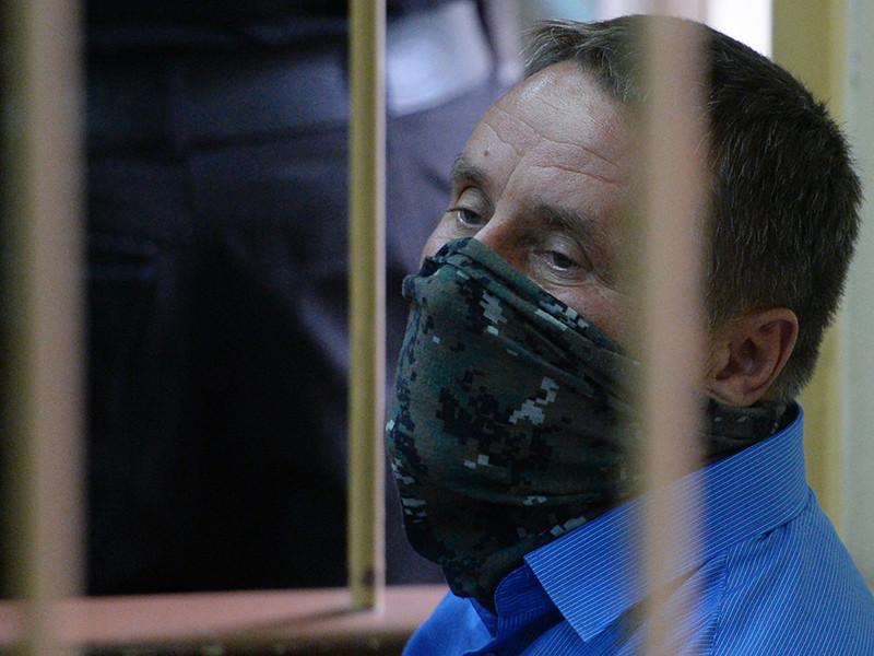 Ламонову предъявили обвинение по части 6 статьи 290 УК РФ (получение взятки в особо крупном размере, совершенное организованной группой по предварительному сговору)