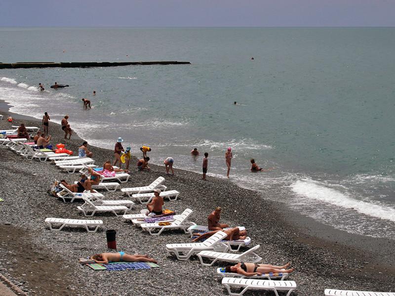 Власти Сочи установили время работы городских пляжей с 08:00 до 20:00, объяснив это заботой об отдыхающих