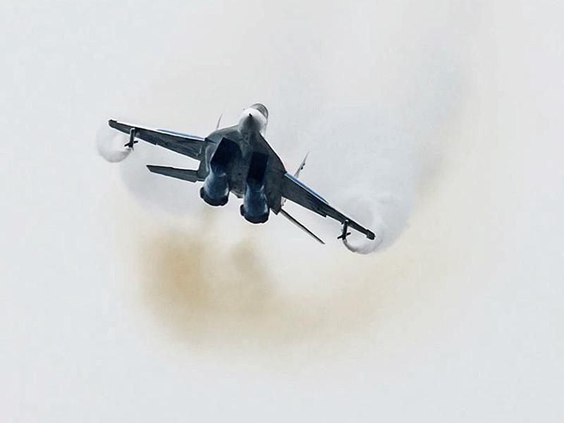 Экипажи истребителей МиГ-29 СМТ из Курска провели воздушные бои с самолетами условного противника, роль которых выполняли многофункциональные бомбардировщики Су-34 из Воронежа