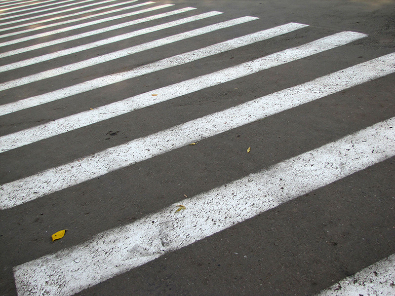 """В городе Геленджике Краснодарского края местные священнослужители освятили опасный пешеходный переход и перекресток улиц Морской и Луначарского в рамках акции под названием """"С богом по дорогам"""""""