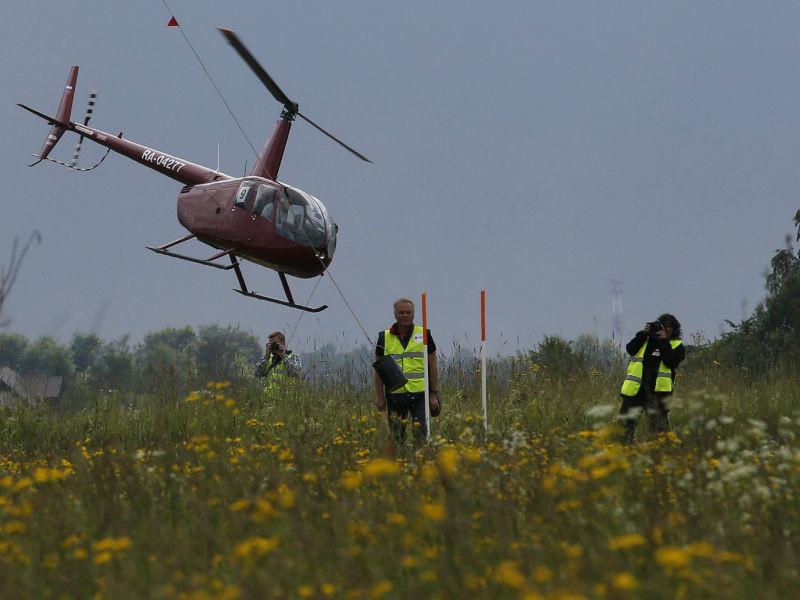 Жестко приземлившийся под Красноярском вертолет спасатели нашли на дне ущелья