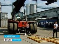 Две иркутские силачки протащили несколько метров 64-тонный погрузчик (ВИДЕО)
