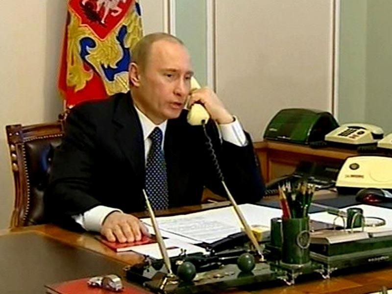 Президент РФ Владимир Путин провел телефонный разговор с президентом Франции Франсуа Олландом и канцлером Германии Ангелой Меркель, передает ТАСС со ссылкой на пресс-секретаря главы государства Дмитрия Пескова