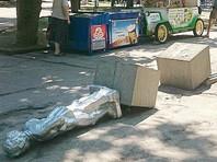 В Севастополе грузовик снес памятник юному Ленину