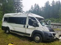 В Иркутской области перевернулась маршрутка с пассажирами