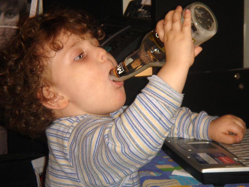 Госдуме предлагают разрешить принудительное лечение детей от алкоголизма