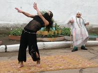 В бурятской колонии устроили восточные танцы в День Нептуна (ФОТО)