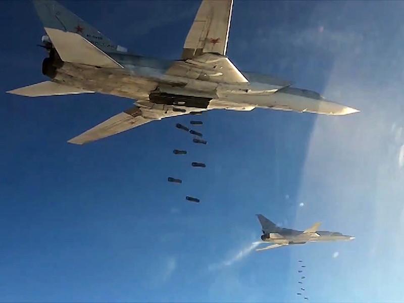 """В Кремле не подтверждают версию о том, что самолеты Ту-22МЗ накануне нанесли бомбовые удары по позициям боевиков террористической группировки """"Исламское государство"""" (ИГ, ИГИЛ, ДАИШ, запрещена в РФ) в Сирии в качестве мести"""