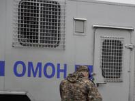 Около магазина Маламагомедов увидел два автозака с полицейскими и начал снимать их на мобильный телефон. Один из полицейских подошел к активисту, выбил у него из рук телефон и позвал коллег. По словам Малагомедова, напавший на него сотрудник полиции был в штатском