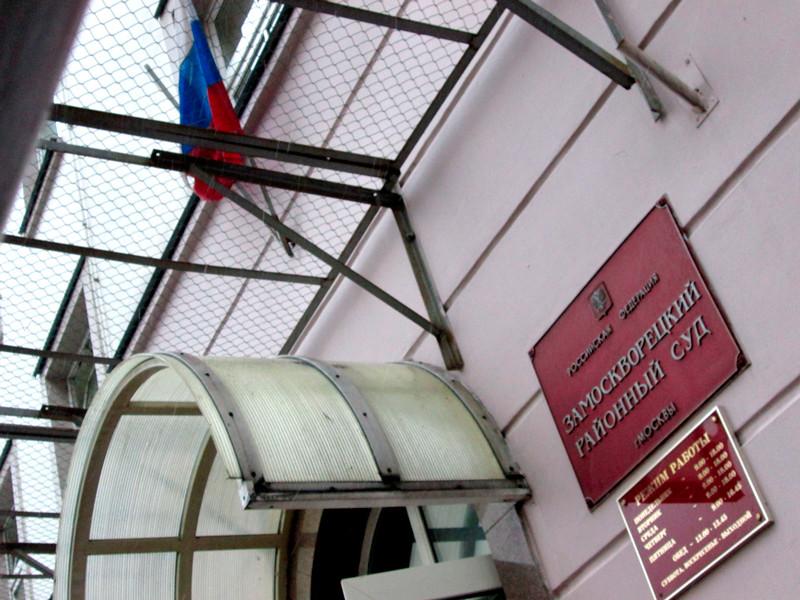 """Суд на 10 суток арестовал юного хулигана, ездившего на BMW по парку """"Музеон"""" в центре Москвы"""