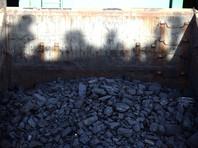 """Полицейские в Кузбассе откопали в вагоне с углем пьяного """"зайца"""", собравшегося во Владивосток"""