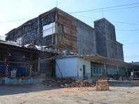 В Екатеринбурге рухнула стена хладокомбината и может обрушиться вторая: 300 работников эвакуировали (ФОТО)