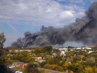 В Барнауле произошел крупный пожар на складе производителя пластиковых окон. Погибших и пострадавших нет, однако город окутал едкий черный дым