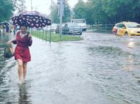 На Москву второй раз за неделю обрушились ливни: подтопления возникли в центре и на Ленинском проспекте