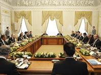 Как сообщает РБК, Путин и Эрдоган также договорились о возобновлении работы всех переговорных форматов, замороженных на время кризиса, в том числе на уровне глав государств. Издание констатирует, что примирение между главами государств состоялось