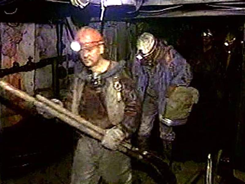 При обрушении горной породы на шахте в Якутии погиб один человек