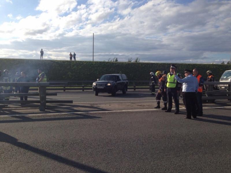 На кольцевой автодороге (КАД) в Санкт-Петербурге произошло ДТП с участие военных грузовиков