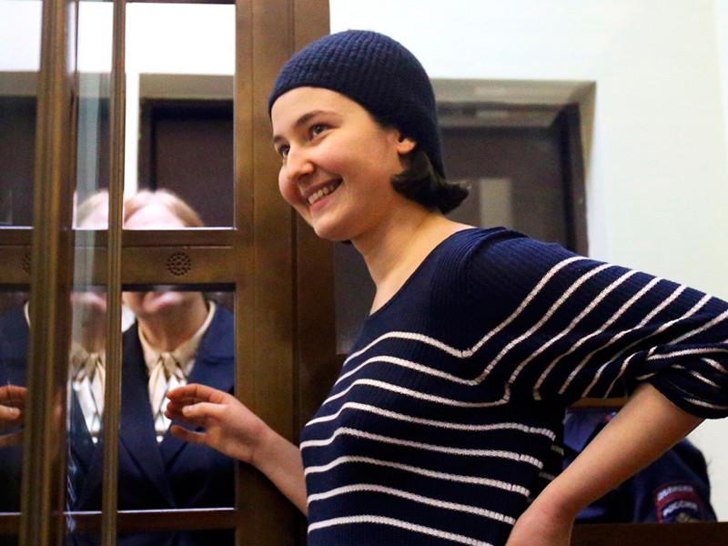 Управление организации дознания ГУВД Москвы освободило из-под домашнего ареста под подписку о невыезде активистку Людмилу Есипенко, обвиняемую в погроме на выставке Вадима Сидура в столичном Манеже