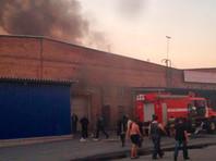 На складе под Екатеринбургом произошел крупный пожар: начала взрываться пиротехника