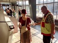 Пассажирам московского метро из-за жары бесплатно раздают воду