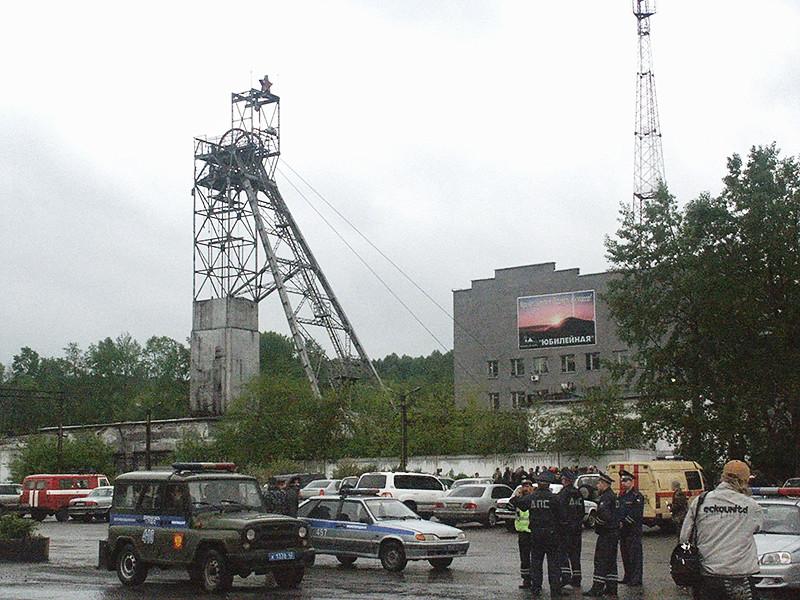 """Обрушение породы произошло на шахте """"Юбилейная"""" в Кемеровской области, в настоящее время ведется поиск двух рабочих"""